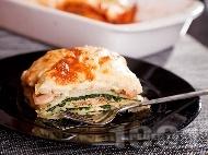 Рецепта Лазаня от готови кори с морски дарове (скариди, калмари), спанак и сметана и заливка от сос Бешамел (с два соса)